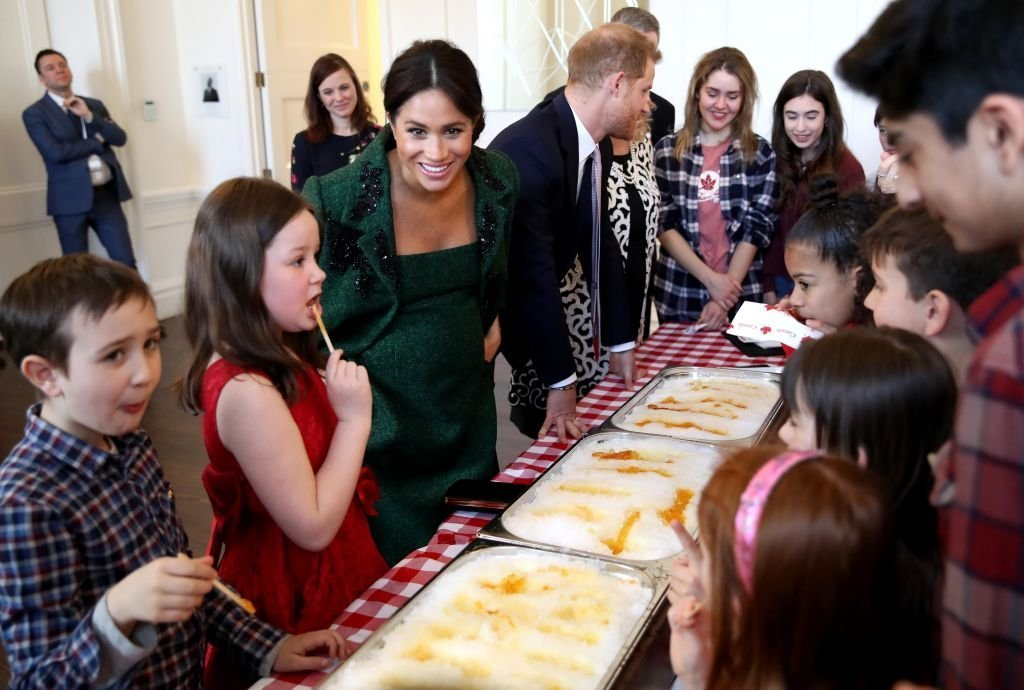 Meghan Markle avec des enfants canadiens lors du Jour du Commonwealth à la Maison du Canada à Londres | Photo : Getty Images