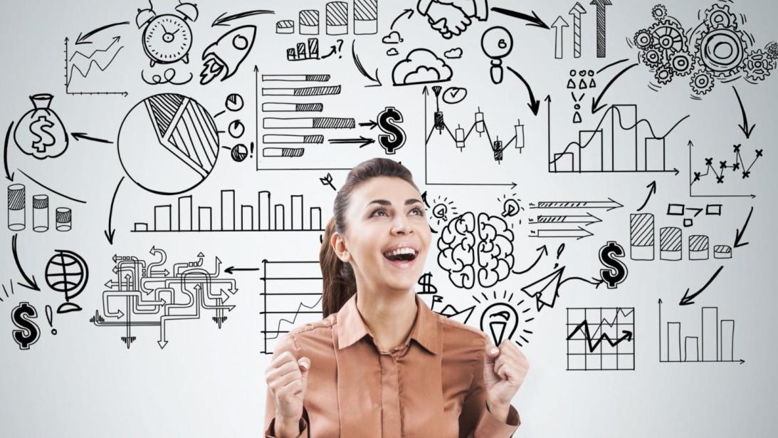 Mujer emocionada por logros y proyectos. | Foto: Shutterstock