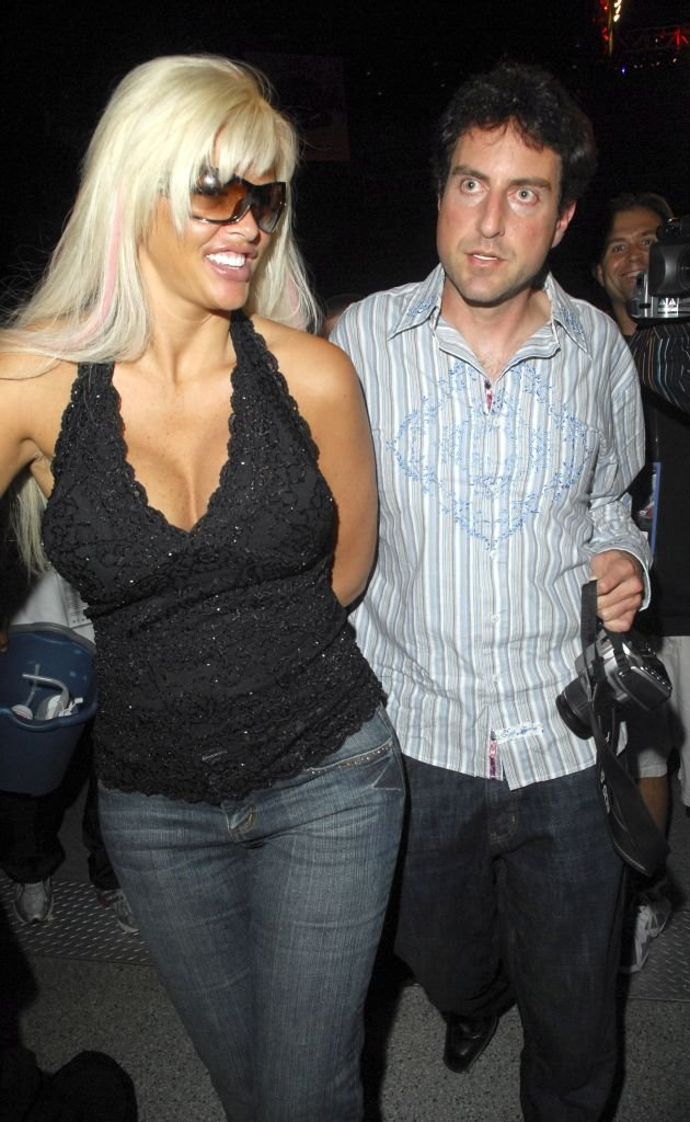 Anna Nicole Smith and Howard Stern attend the James Toney v Samuel Peter boxing match at the Seminole Hard Rock Hotel and Casino on January 6, 2007 in Hollywood, Florida | Photo: GettyImages