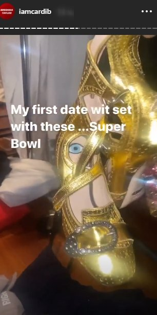 Cardi B flaunting her gold shoes on her Instagram story. | Photo: Instagram/iamcardib