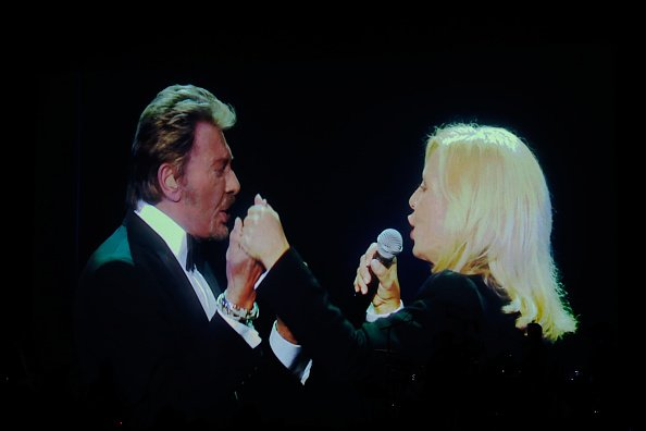 Vue d'illustration des vidéos de Johnny Hallyday et Sylvie Vartan pendant le spectacle de Sylvie Vartan au Grand Rex. |Photo : Getty Images