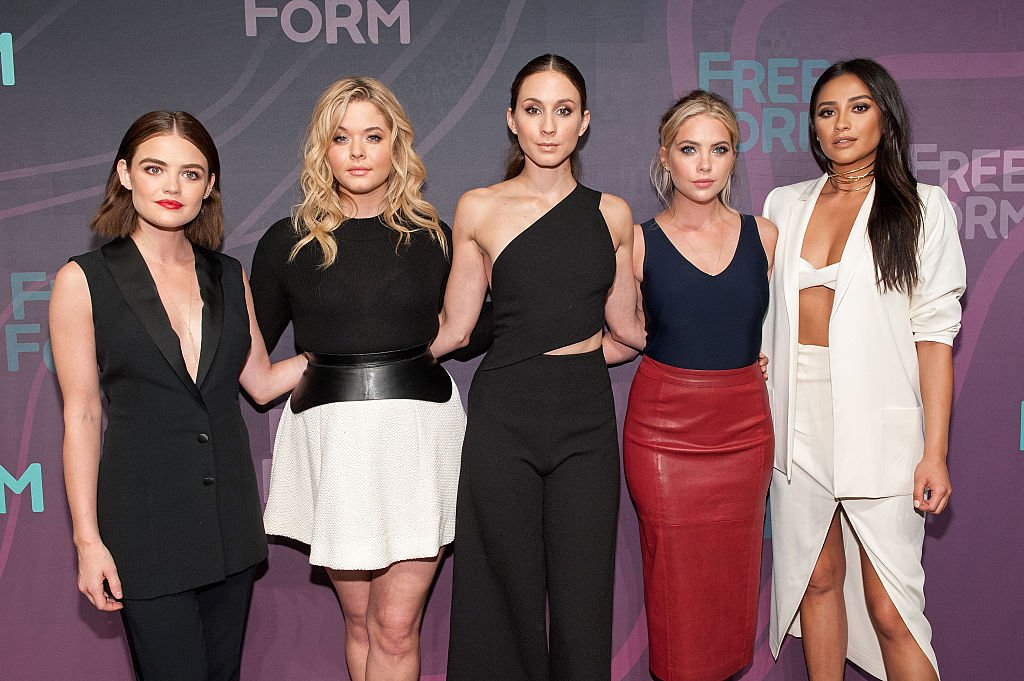 """""""Pretty Little Liars"""" former cast members on April 7, 2016 in New York City. 