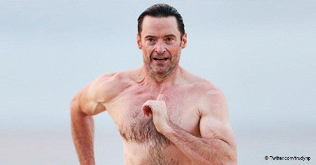 50-jähriger Hugh Jackman zeigt seinen perfekten Körper am Strand in Australien