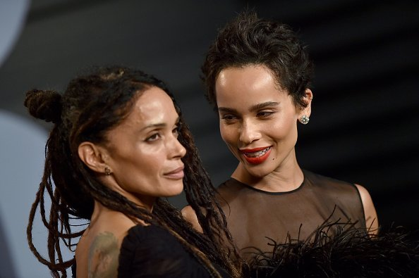 Actors Lisa Bonet (L) and Zoe Kravitz attend the 2018 Vanity Fair Oscar Party hosted by Radhika Jones at Wallis Annenberg Center for the Performing, California. | Photo: Getty Images.