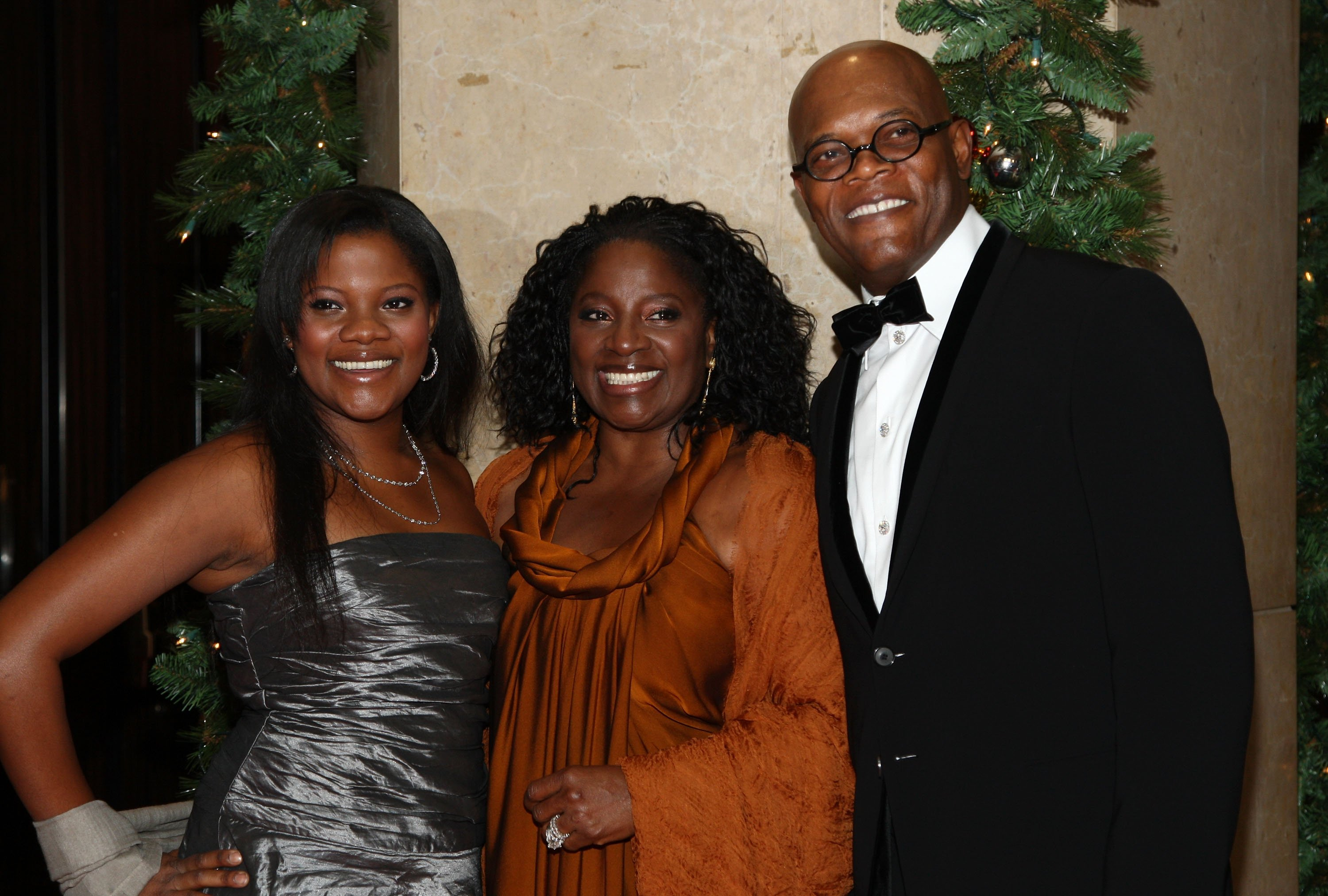 Samuel L. Jackson (far R), wife LaTanya Richardson (C) and daughter Zoe Jackson arrive at the 23rd annual American Cinematheque show honoring Samuel L. Jackson held at Beverly Hilton Hotel on December 1, 2008, in Beverly Hills, California. | Source: Getty Images.