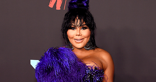 Lil' Kim Dragged over Plastic Surgery & Outfit Choice at First MTV VMAs Red Carpet in 6 Years