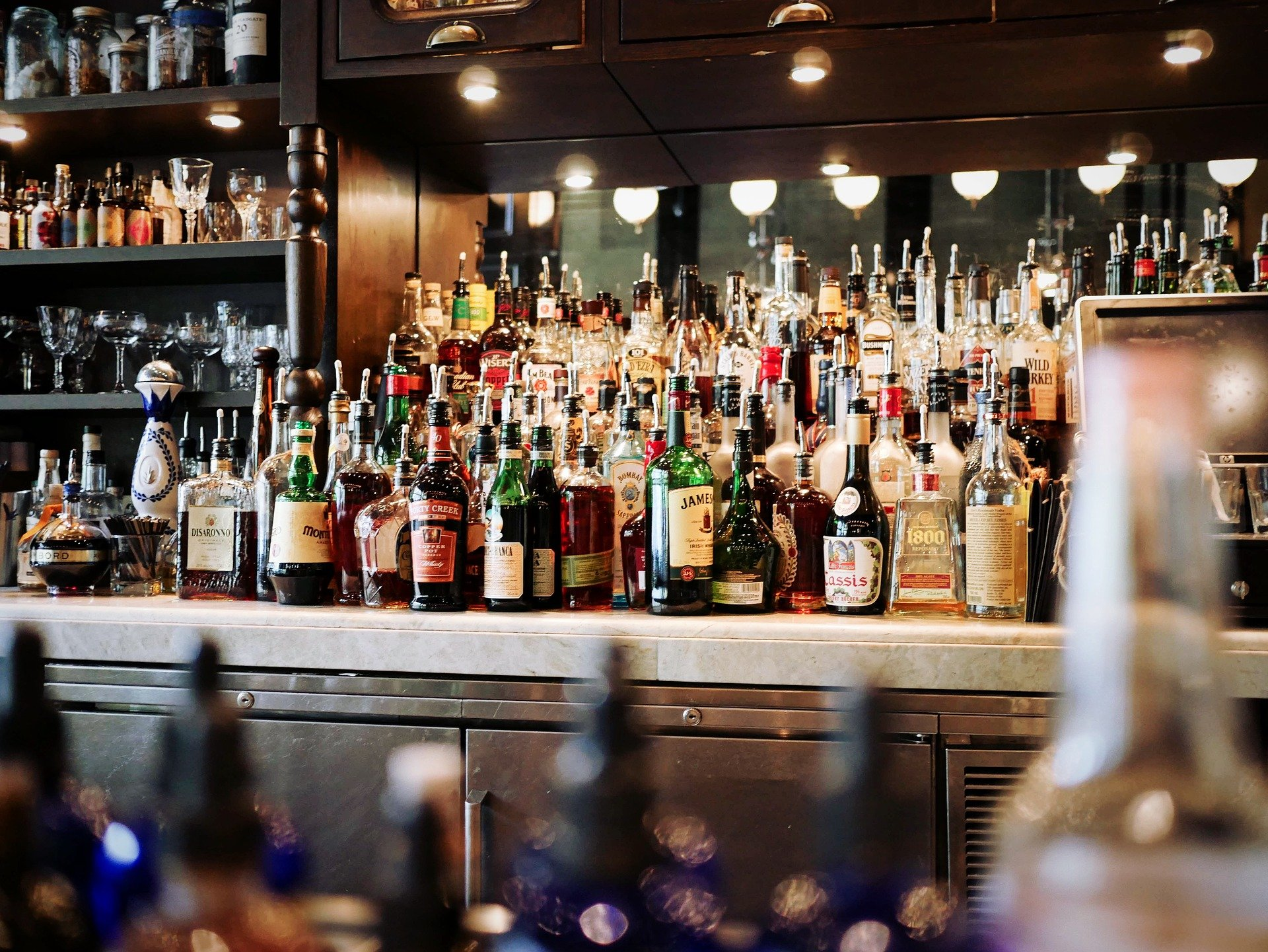 A bar stocked up with various alcoholic beverages   Photo: Pixabay/Pexels