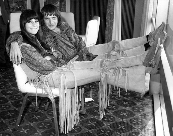 Sonny and Cher, relaxing at the Hilton Hotel. | Photo: Getty Images.