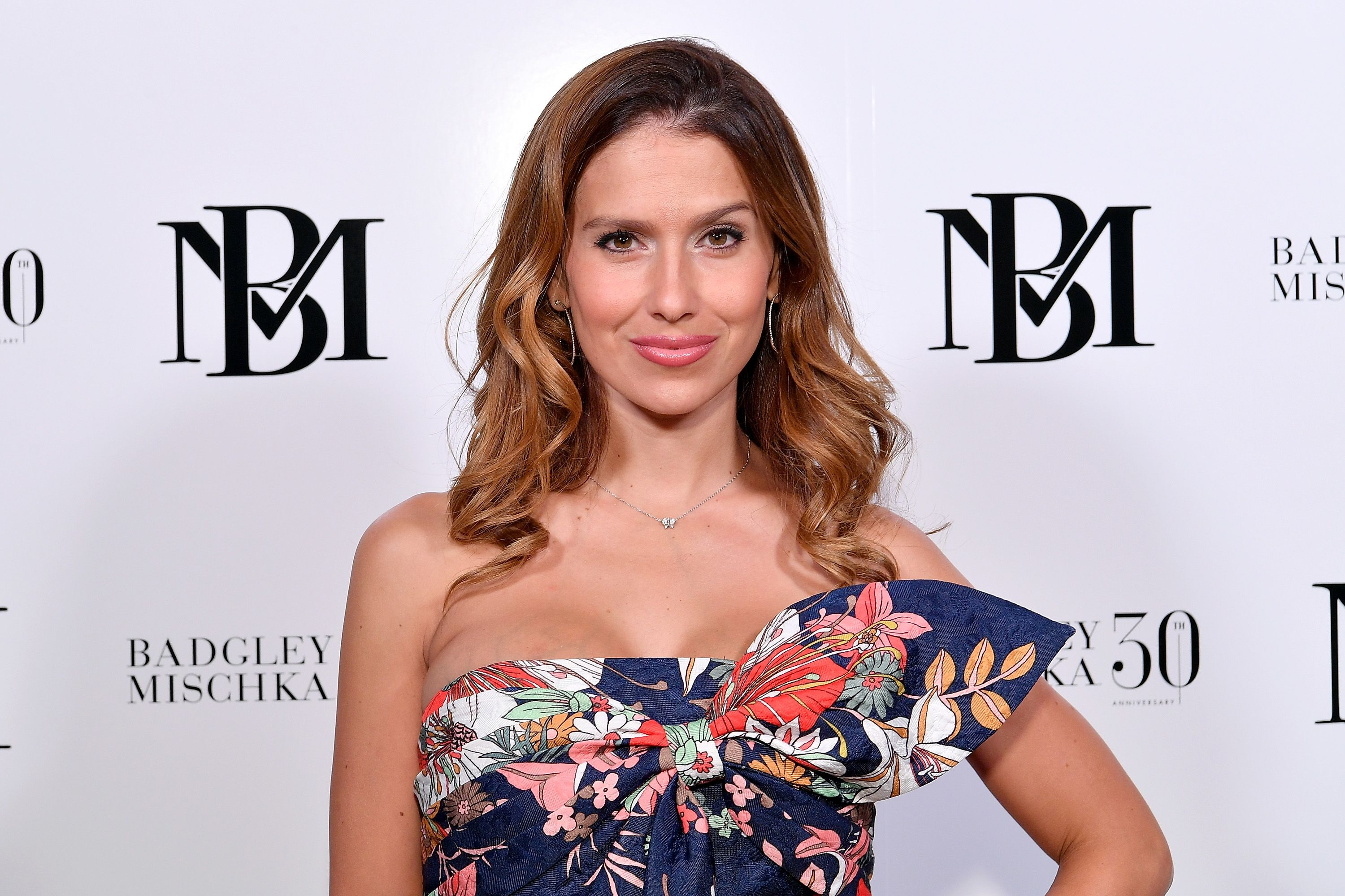 Hilaria Baldwin at the Badgley Mischka show during New York Fashion Week on September 8, 2018 in New York City | Photo: Getty Images
