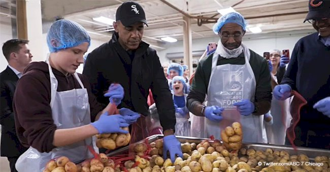 Barack Obama joins volunteers to help out at Chicago Food Depository for Thanksgiving