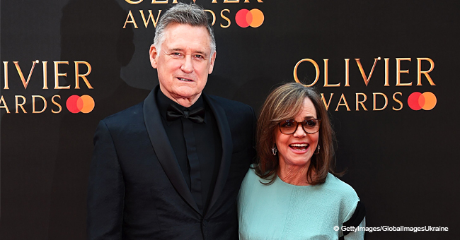 72-Year-Old Sally Field Steals the Spotlight on the Red Carpet Wearing a Gorgeous Blue Dress