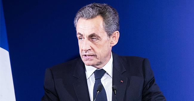 Les deux membres de son parti ayant abandonné Nicolas Sarkozy, le jour du décès de sa mère