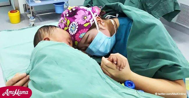 Conmovedor instante en que enfermera calma a bebé tras entrar al quirófano se hace viral