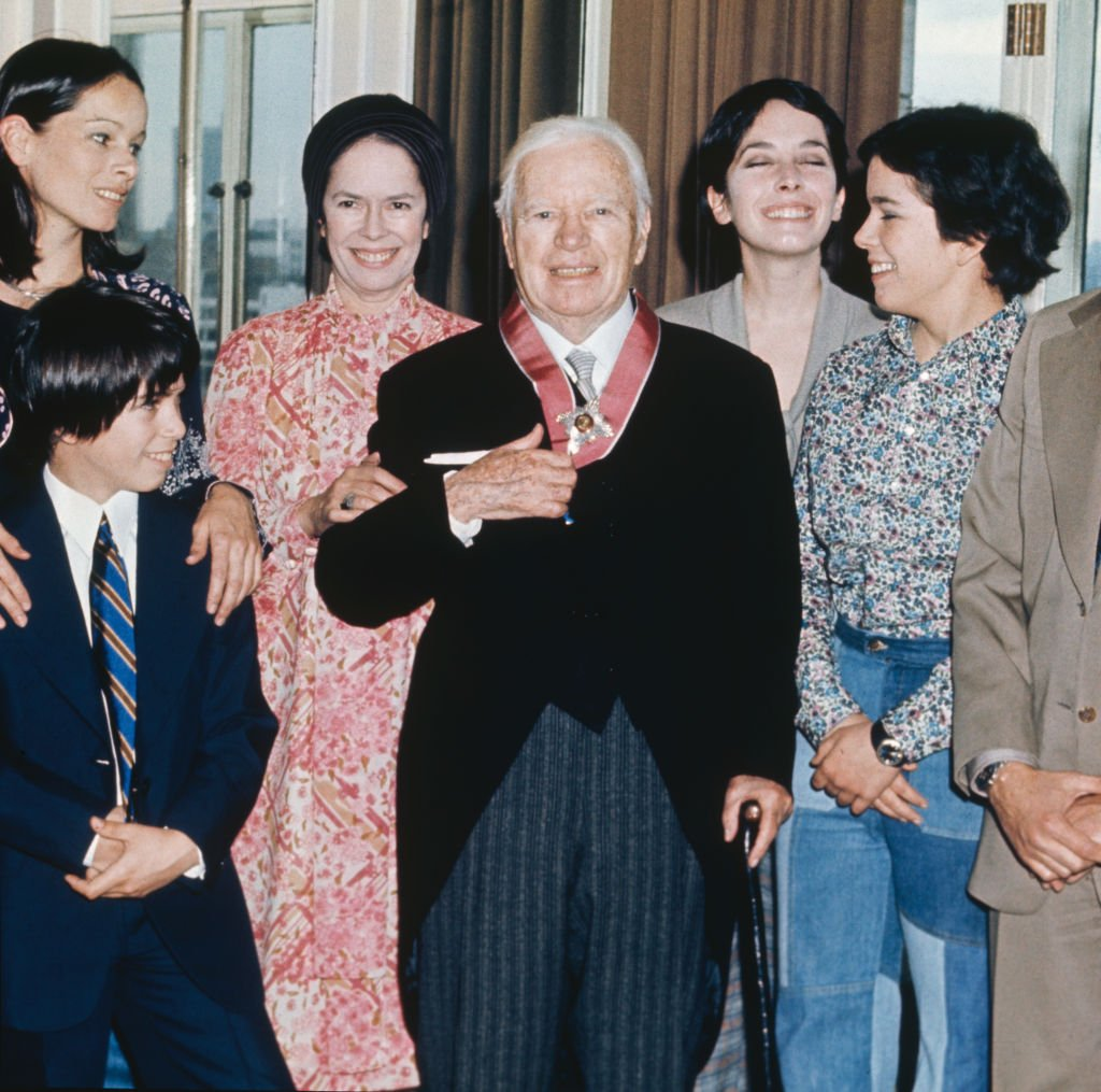 Charlie Chaplin (1889 - 1977) with his family at the Savoy Hotel in London, after receiving a KBE, 4th March 1975 | Photo: GettyImages
