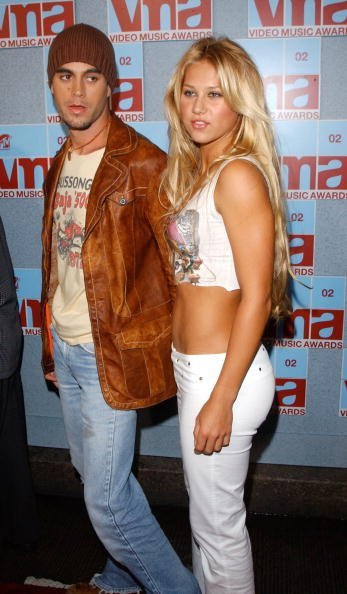 Enrique Iglesias und Anna Kournikova, MTV Video Music Awards, 2002 | Quelle: Getty Images