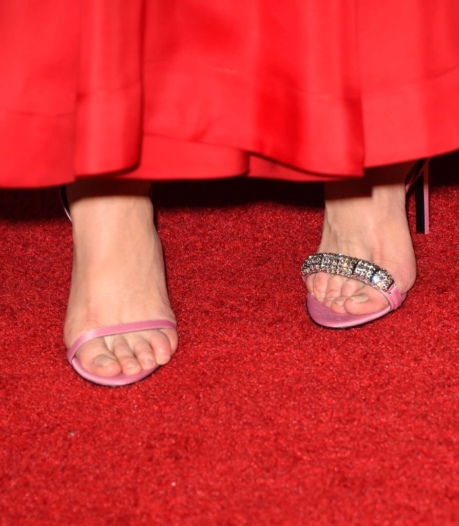 Kidman's shoe malfunction at Microsoft Theater on September 17, 2017 in Los Angeles, California | Source: Getty Images/Global Images Ukraine