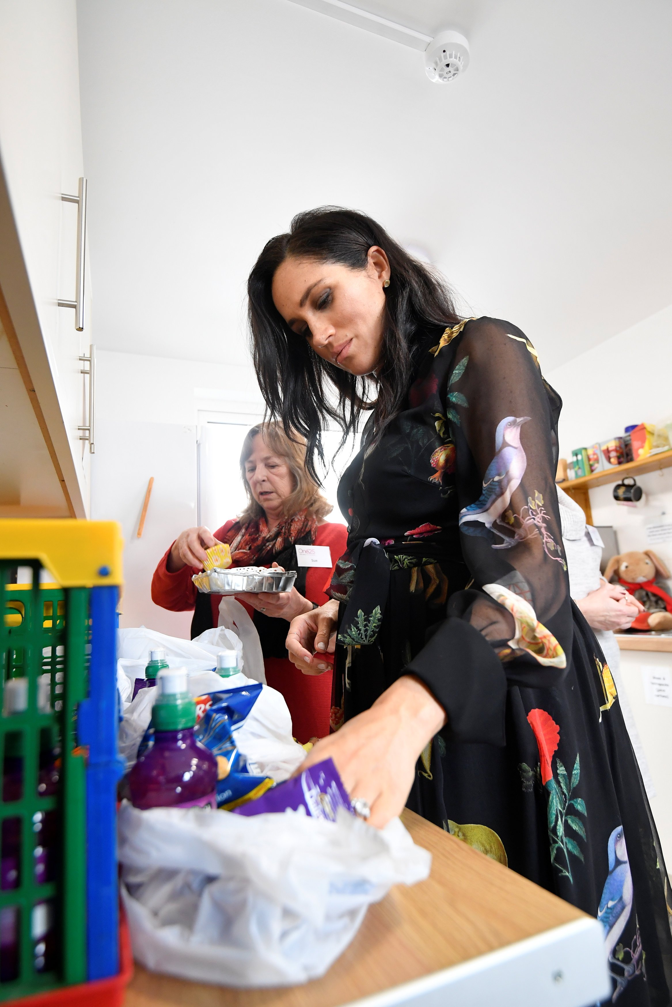 Meghan prepares food parcels to go in the charity outreach van during a visit to One25, a charity specialising in helping women to break free from street sex work, addiction and other life-controlling issues, on February 1, 2019 in Bristol, England. | Source: Getty Images