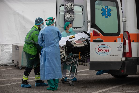 Medical personnel transport the first patient affected by COVID-19 to an ICU tent a Samaritan's Purse Emergency Field Hospital on March 20, 2020 in Cremona, near Milan, Italy | Photo: Getty Images