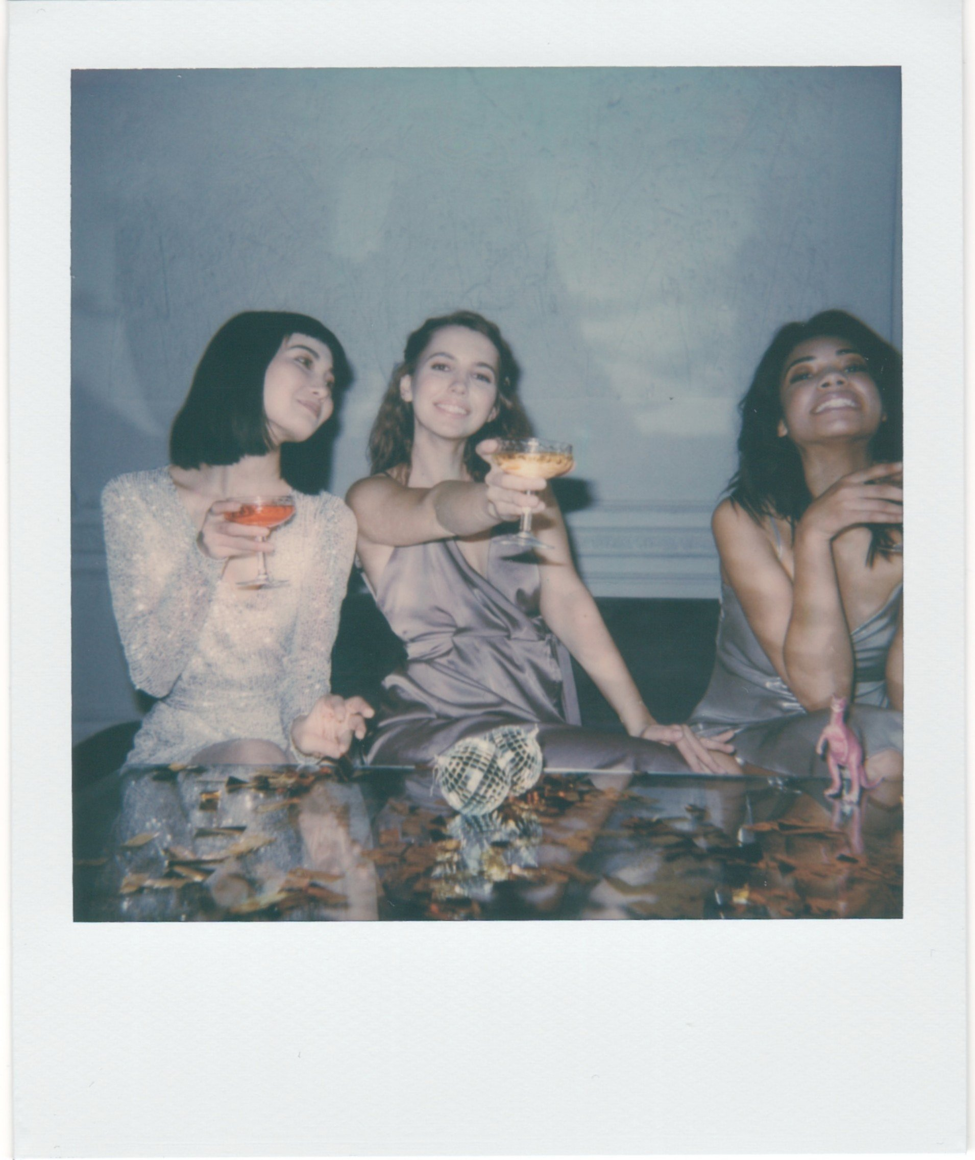 Pictured - Three young women drinking | Source: Pexels