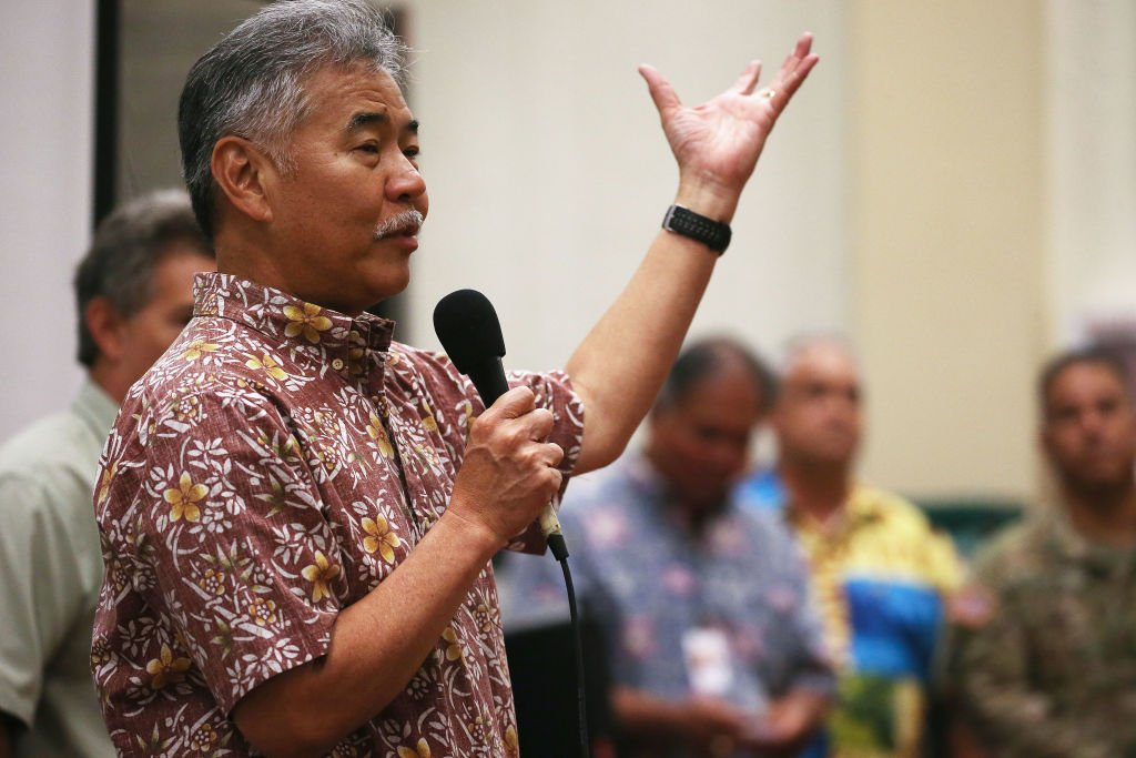 Hawaii Governor David Ige speaks at a community meeting in the aftermath of eruptions from the Kilauea volcano on Hawaii's Big Island on May 7, 2018 in Pahoa, Hawaii. | Photo: Getty Images