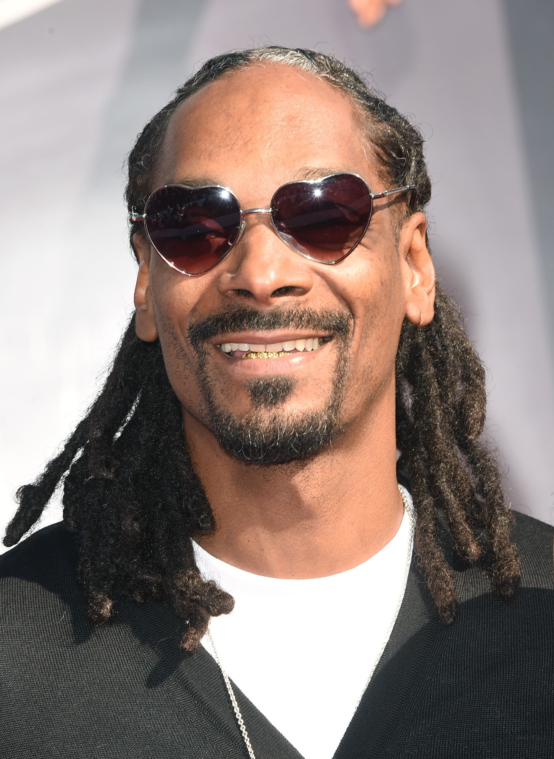 Rapper Snoop Dogg flashes a smile during the 2014 MTV Video Music Awards in Inglewood, California. | Photo: Getty Images