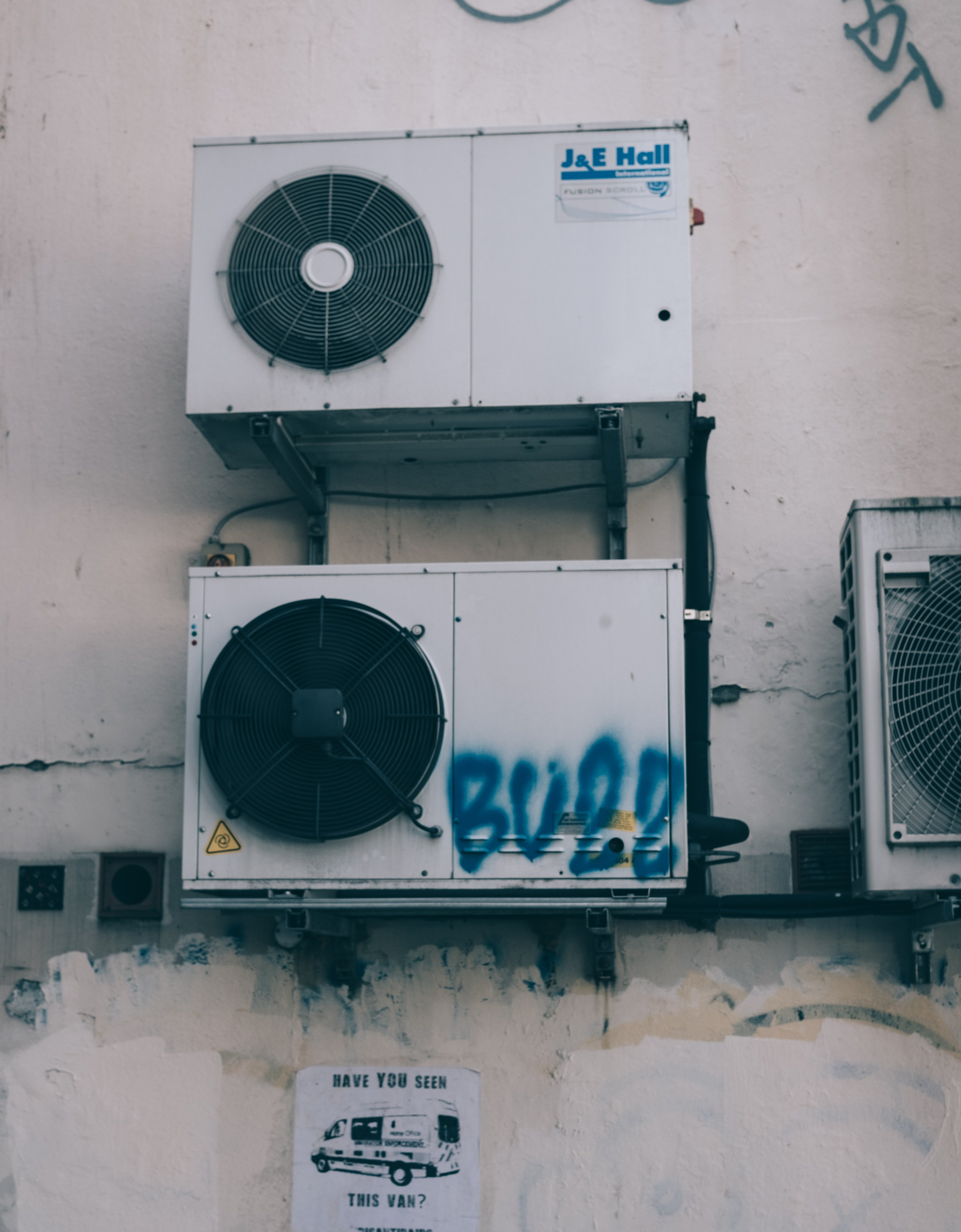 A picture of dirty air conditioners | Photo: Pixabay