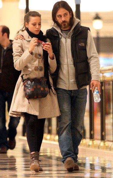 La actriz Michelle Jenner y su novio son vistos el 12 de marzo de 2013 en Madrid, España. | Fuente: Getty Images