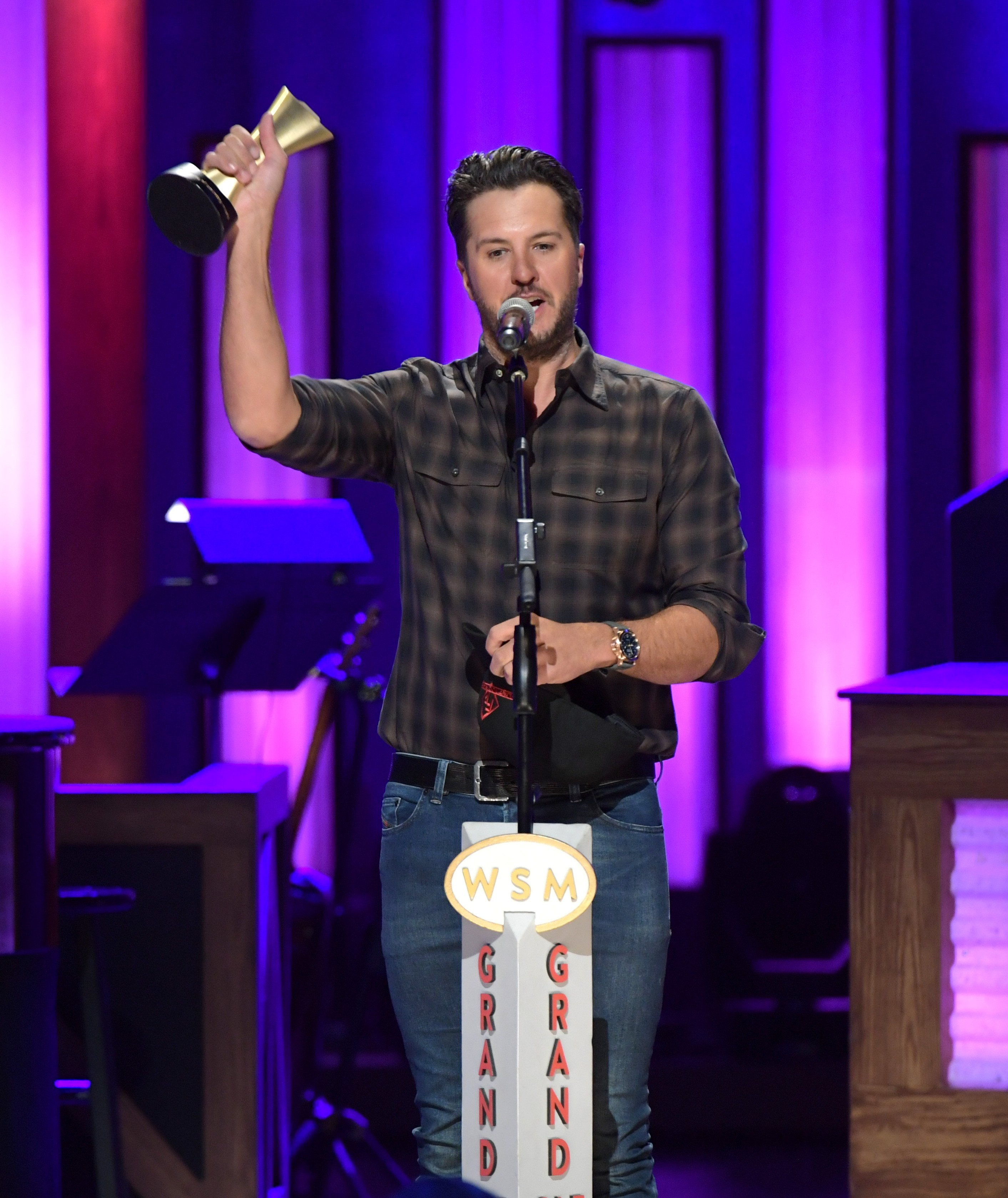 Luke Bryan receives the Artist of the Decade Award from ACM in Nashville, Tennessee on October 22, 2019 | Photo: Getty Images