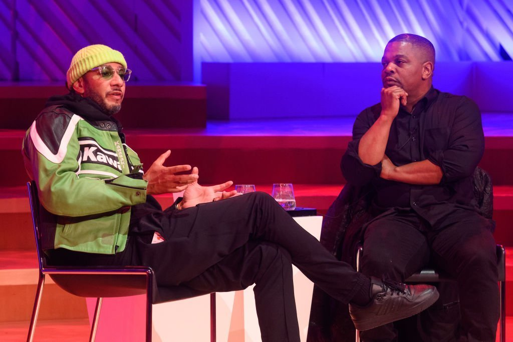 Kehinde Wiley speaking to Swizz Beatz during the Creative Minds Talks in Miami Beach, Florida on December 2, 2019. | Photo: Getty Images