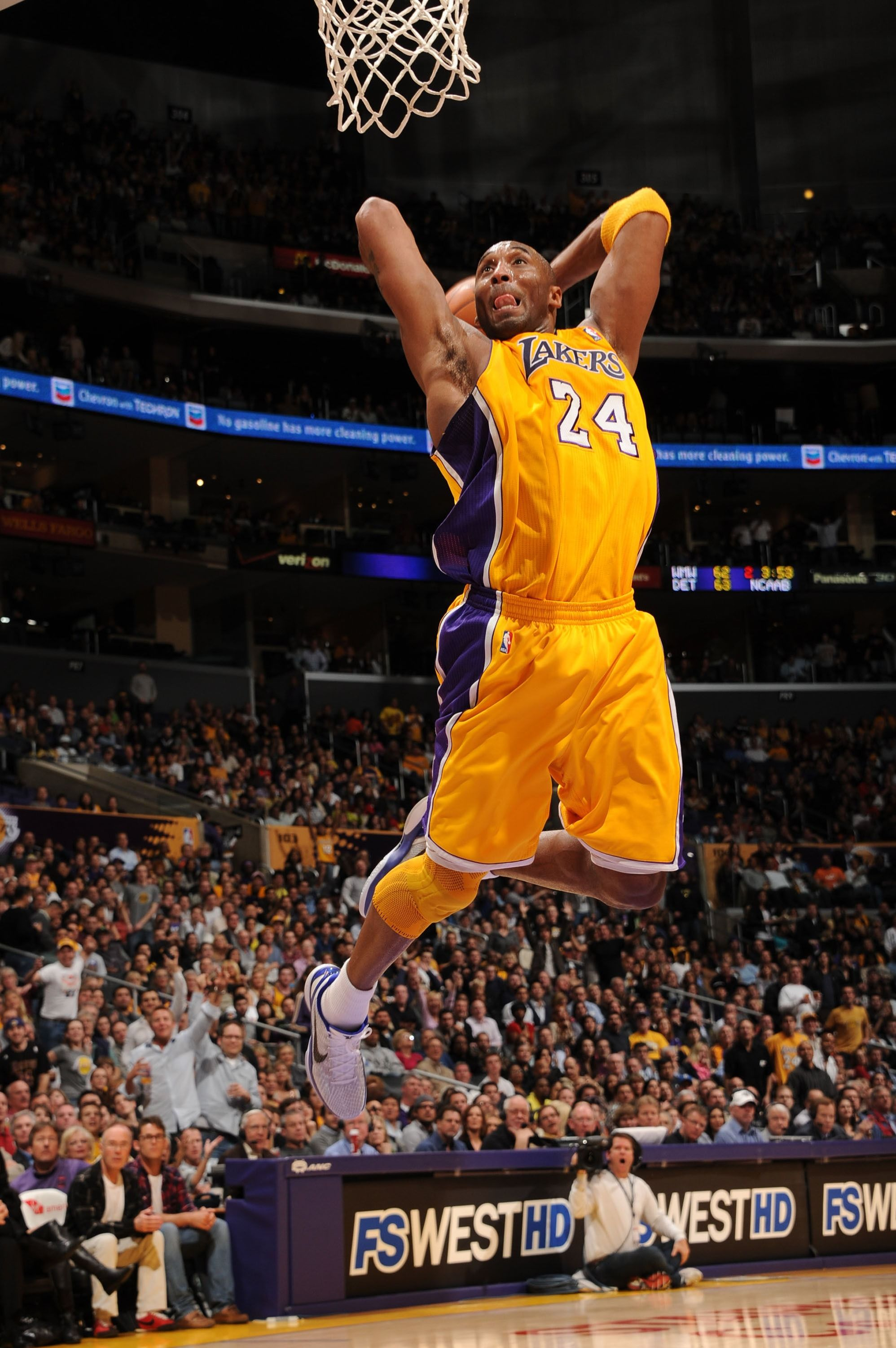 Kobe Bryant dunking during one of his games in the NBA | Source: Getty Images/GlobalImagesUkraine