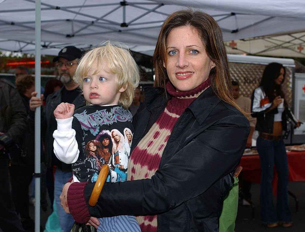 Actress Tracy Nelson poses with her son Elijah backstage at the Love Ride 20 at Harley-Davidson/Buell of Glendale in Glendale, California. | Photo: Getty Images