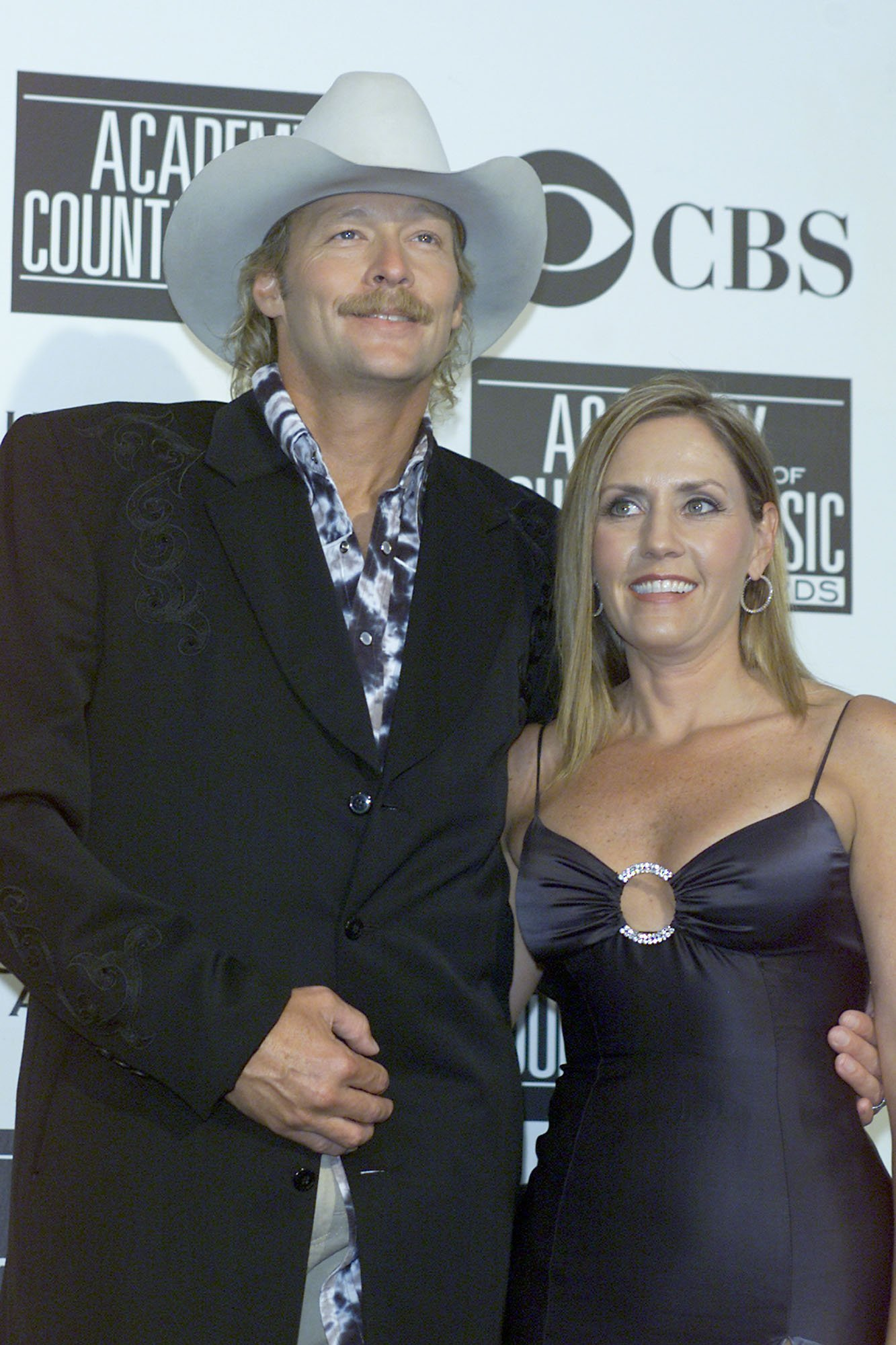 Alan Jackson and Denise Jackson attend the 36th Annual Academy of Country Music Awards in Los Angeles, California on May 9, 2001 | Photo: Getty Images