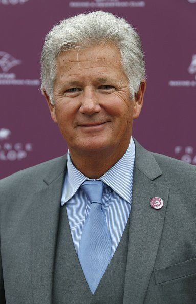 Pierre Dhostel assiste au Prix de l'Arc de Triomphe du Qatar. | Photo : Getty Images.