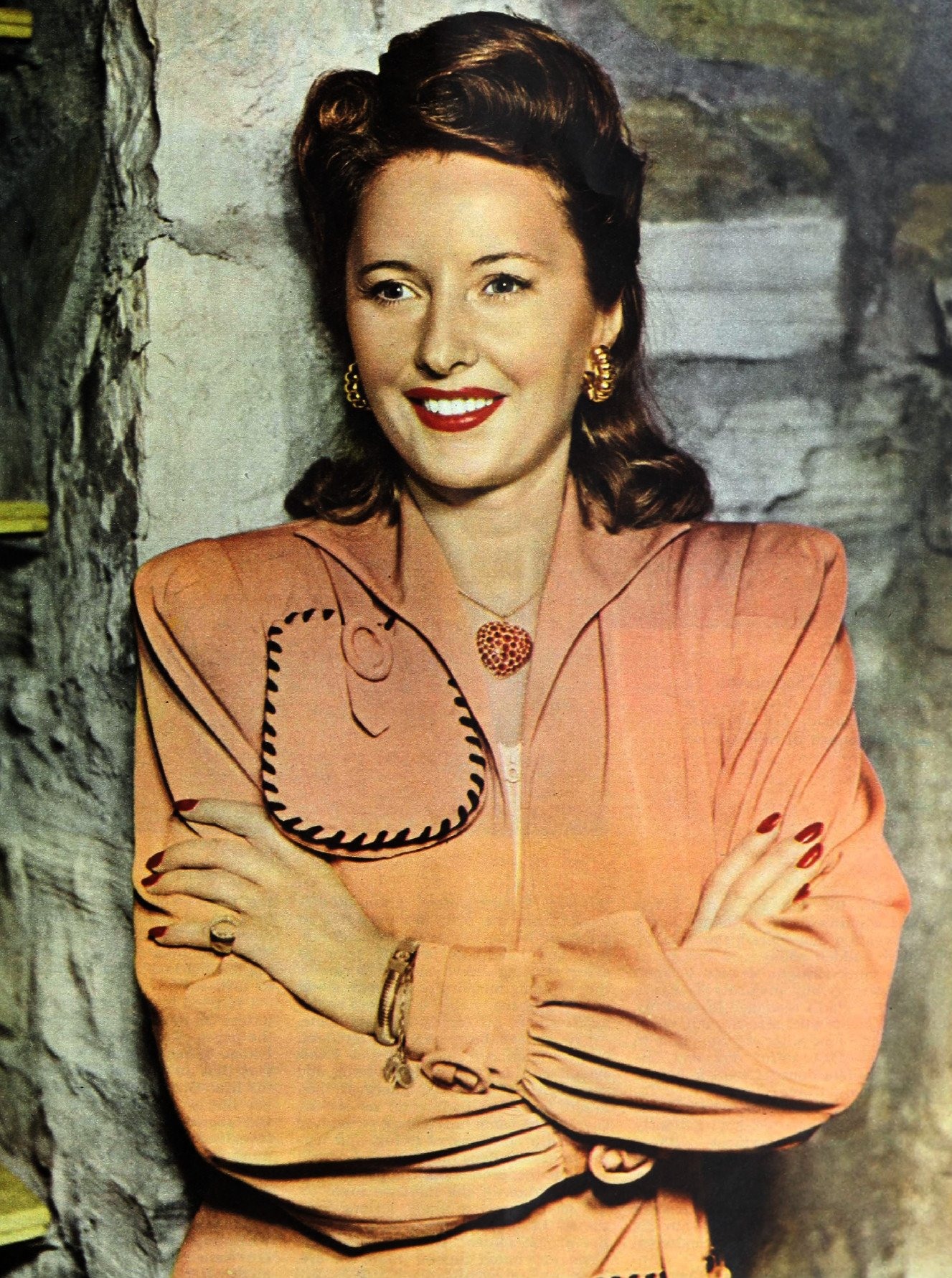 Portrait photo of actress Barbara Stanwyck in July 1943. | Photo: Wikimedia Commons