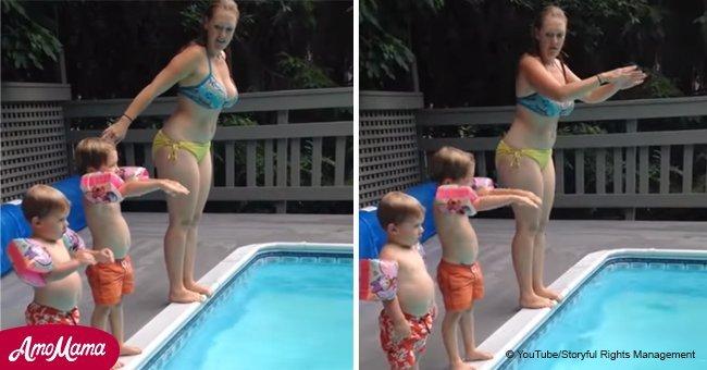 Vidéo hilarante: Le garçon a essayé d'imiter le saut de sa mère dans la piscine, mais il lui a fait plutôt rire