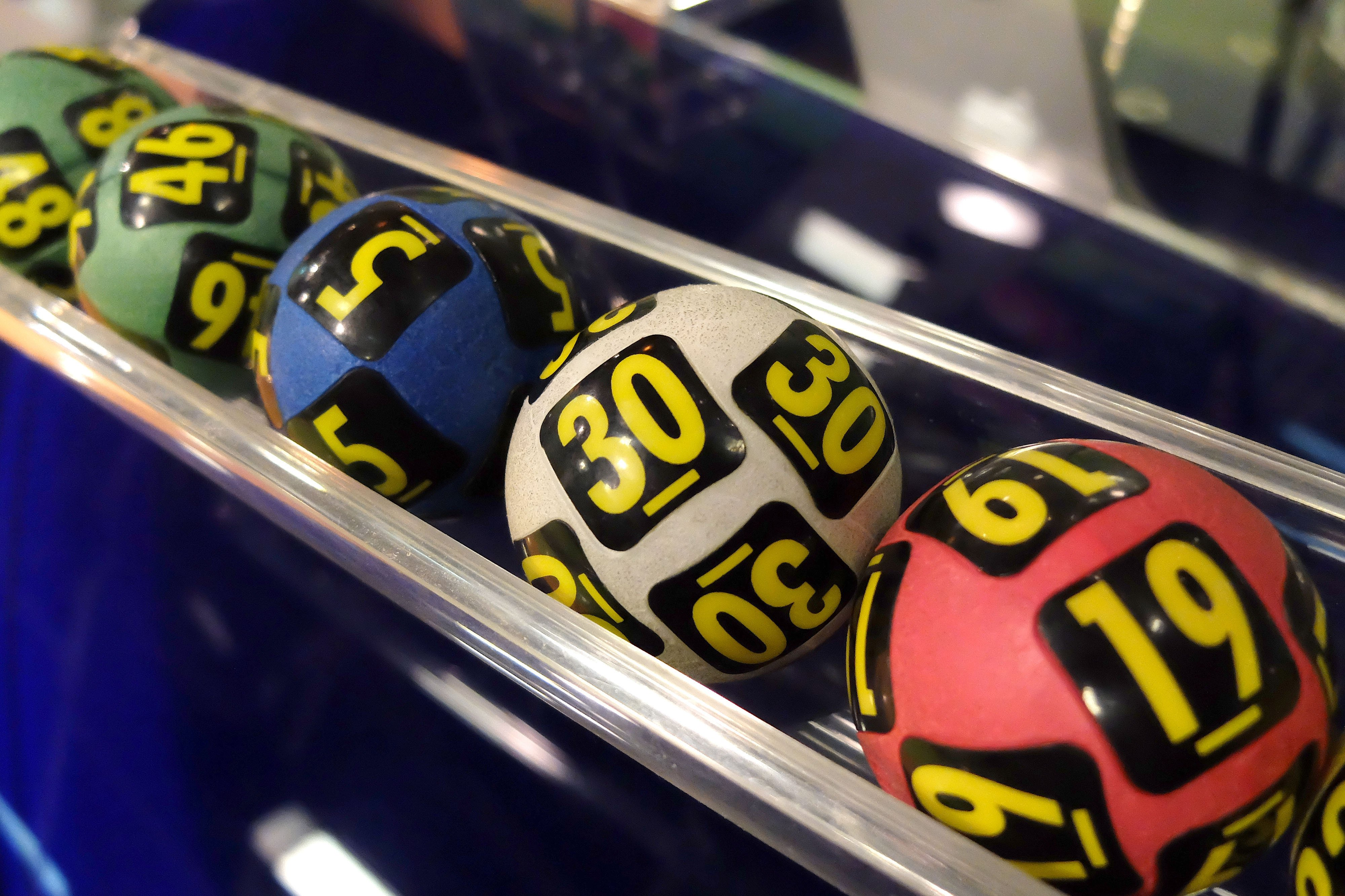 Lottery balls during the extraction of the winning numbers | Photo: Shutterstock