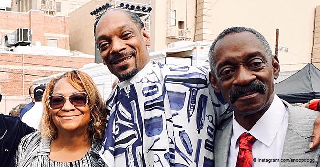 Snoop Dogg melts hearts while posing with both of his parents in rare photo together