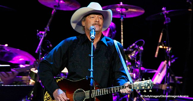 20 Years Ago Alan Jackson Made 'True Country Music Proud' as He Sang George Jones' Hit at the CMA