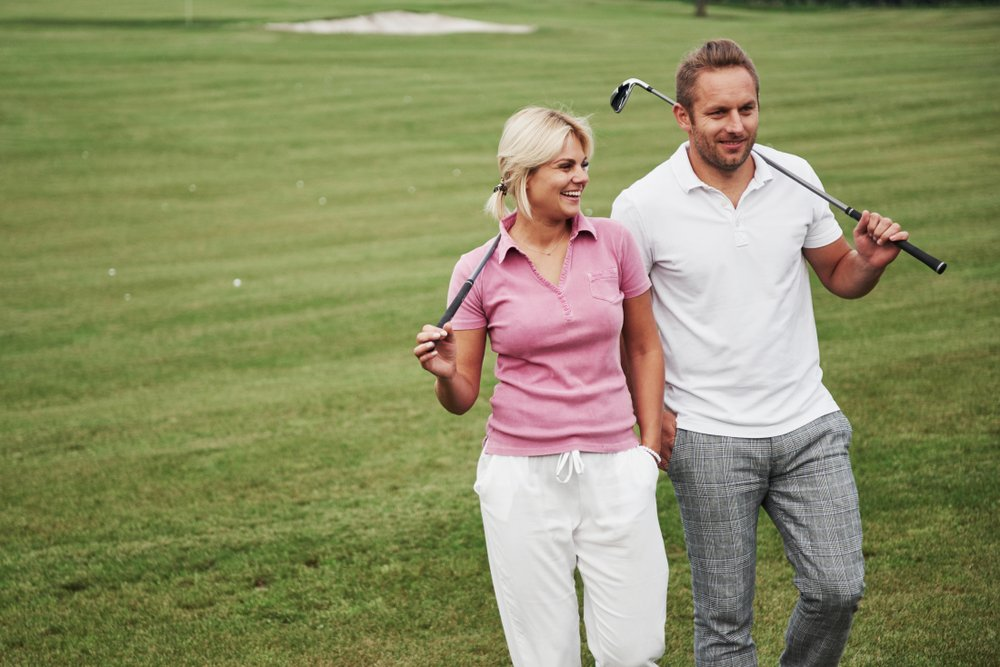 A photo of a couple playing golf. | Photo: Shutterstock