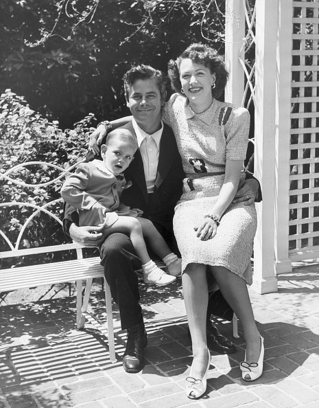 Glenn Ford et sa femme, Eleanor Powell and leur fils, Peter Ford.   Getty Images.