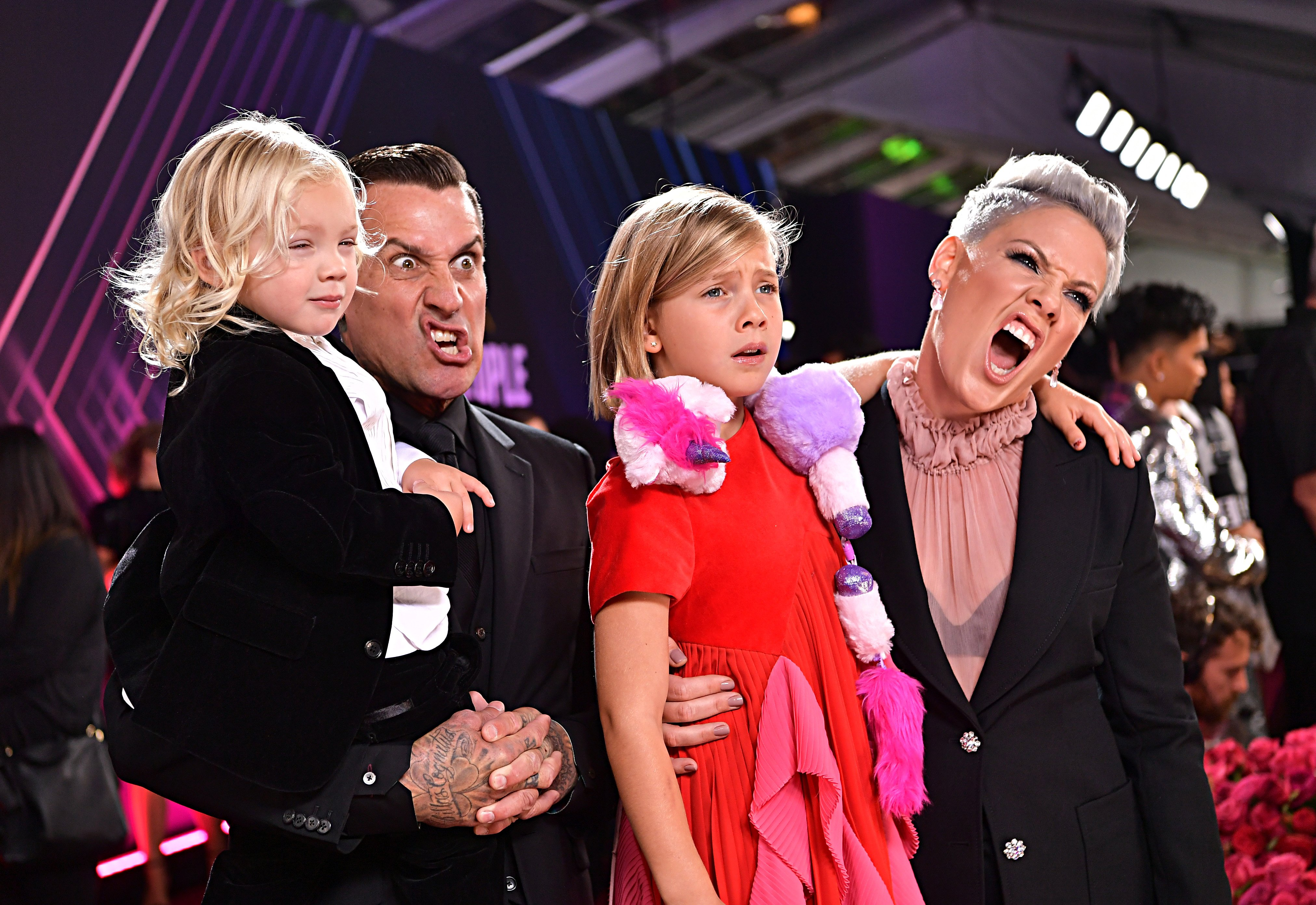 Carey Hart and Pink with theirs kids, Jameson and Willow, during the 2019 E! People's Choice Awards at the Barker Hangar on November 10, 2019. | Source: Getty Images