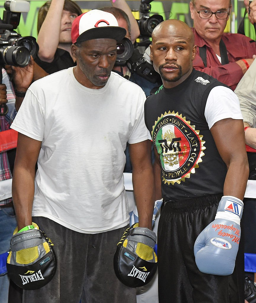 Roger Mayweather and his nephew, Floyd Mayweather, Jr. during a workout session at the Mayweather Boxing Club in Las Vegas in May 2015. | Photo: Getty Images