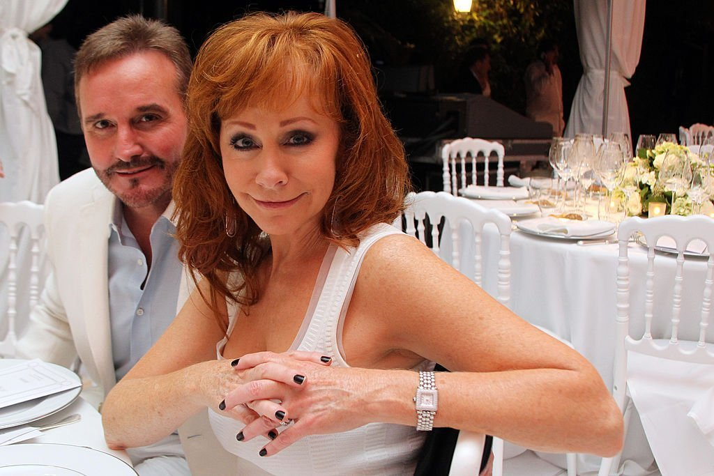 Narvel Blackstock and Reba McEntire attend the White Party Dinner Hosted by Andrea and Veronica Bocelli Celebrating Celebrity Fight Night In Italy Benefitting The Andrea Bocelli Foundation. | Source: Getty Images