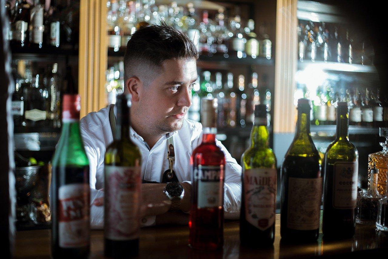 A bartender. Image credit: Pixabay