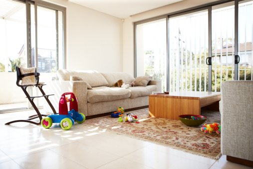 Photo of an empty room with scattered toys | Photo: Getty Images