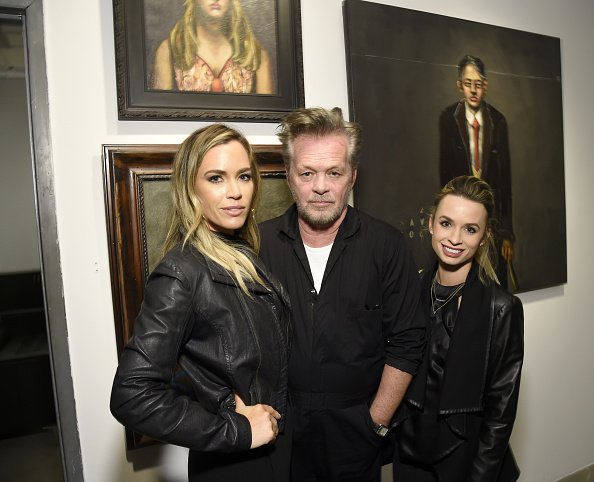 Teddi Jo Mellencamp, John Mellencamp et le juge Mellencamp aux galeries ACA | Photo: Getty Images
