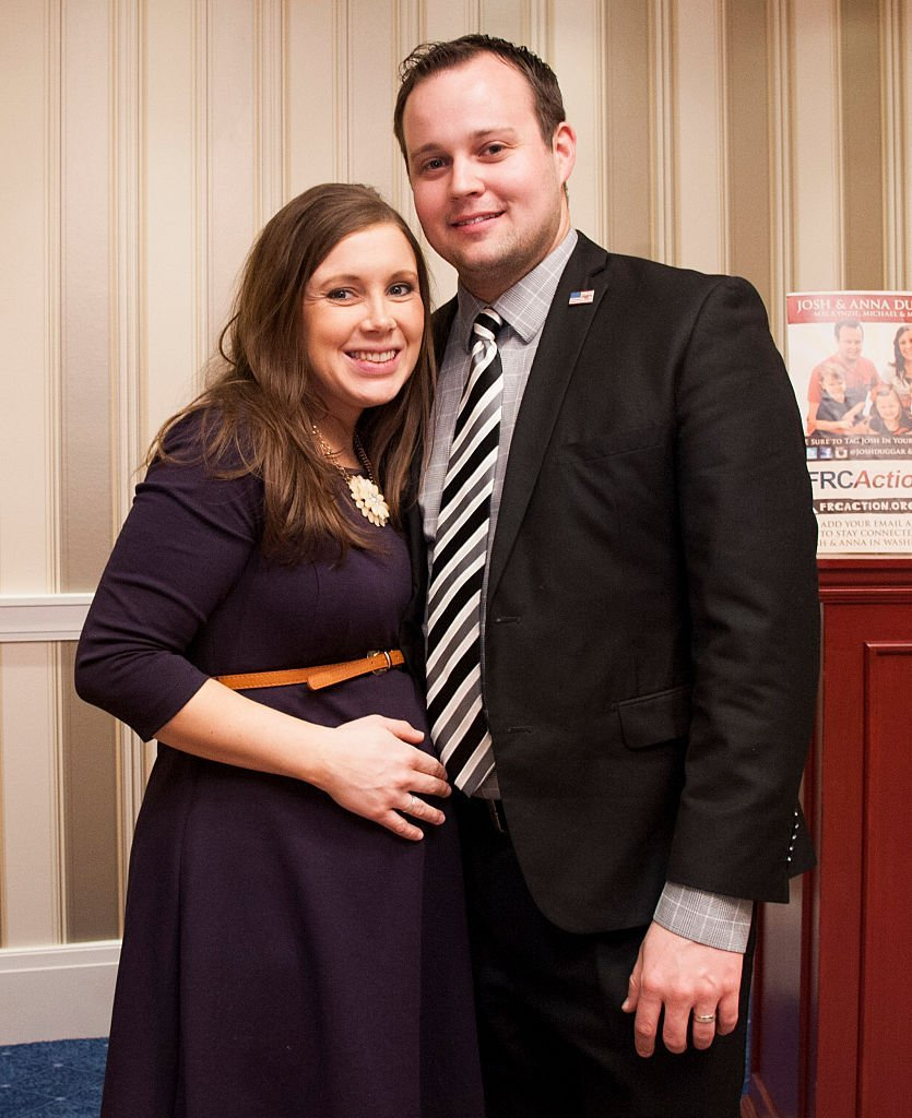 Anna Duggar and Josh Duggar pose during the 42nd annual Conservative Political Action Conference (CPAC) at the Gaylord National Resort Hotel on February 28, 2015 | Photo: Getty Images