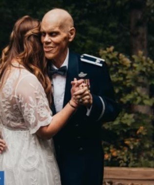 Bride and her father having a last dance | Photo: Youtube / CBS News
