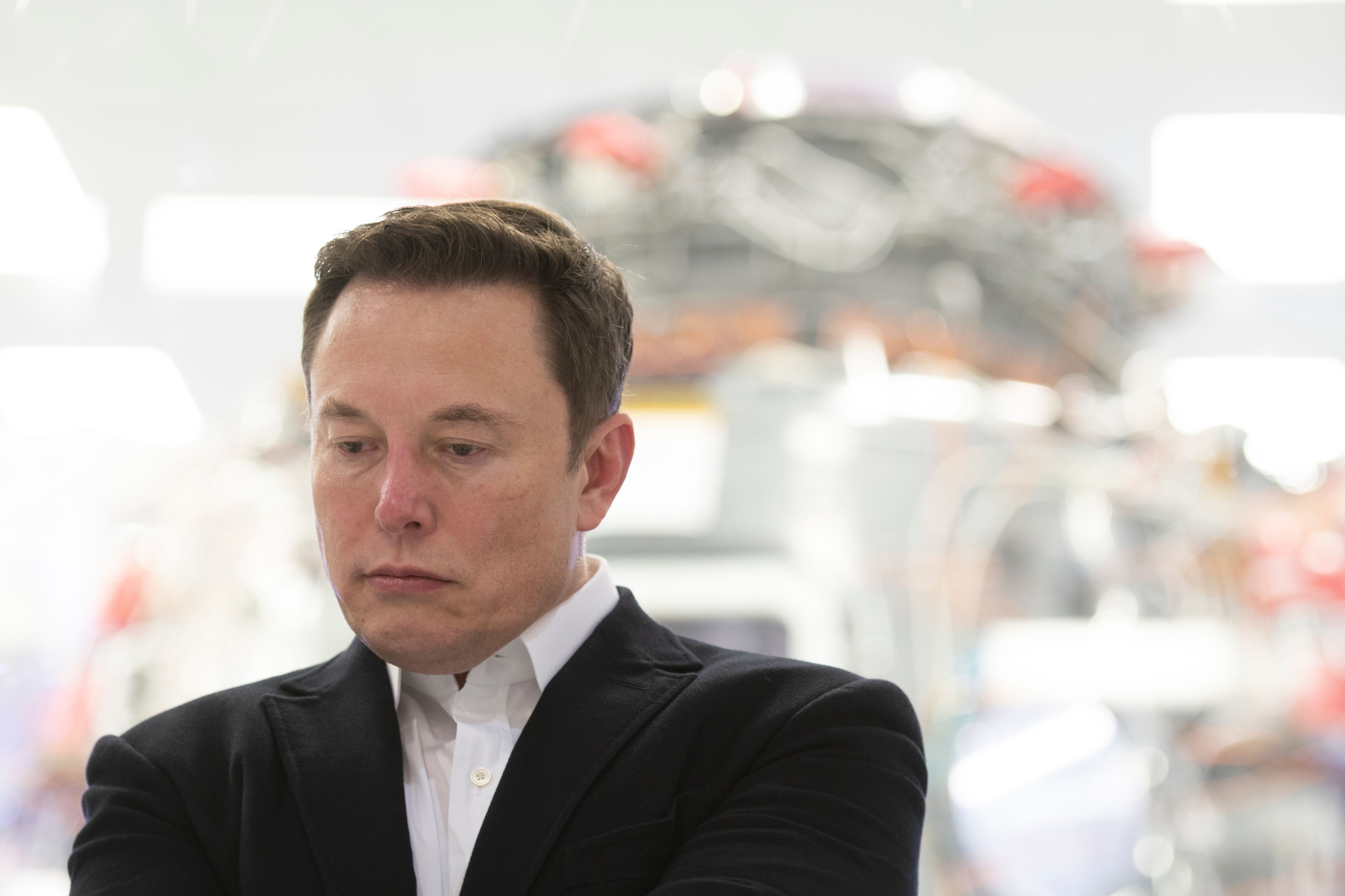 SpaceX Chief Engineer Elon Musk speaking in front of Crew Dragon at SpaceX Headquarters in Hawthorne, California | Photo: Yichuan Cao/NurPhoto via Getty Images