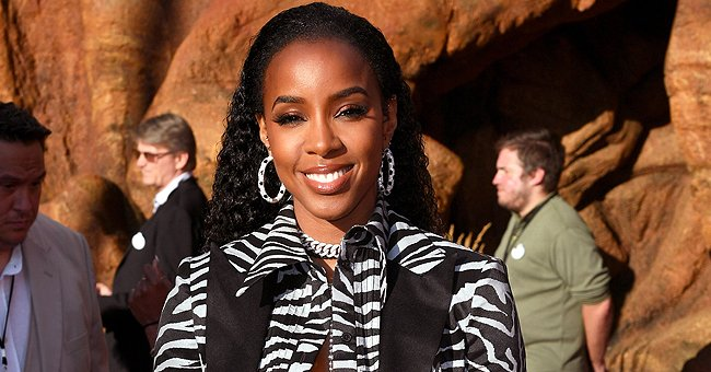Kelly Rowland and Her Son Titan Enjoy Swimming in a Cute Photo